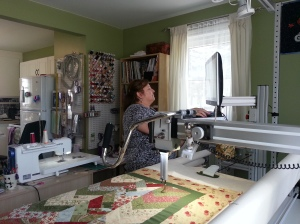My good friend that is also from Switzerland has this longarm maschine and I am the lucky one that is able to use it if I need to finish some of my quilts. She has lots of great tricks up her sleeves...smiles